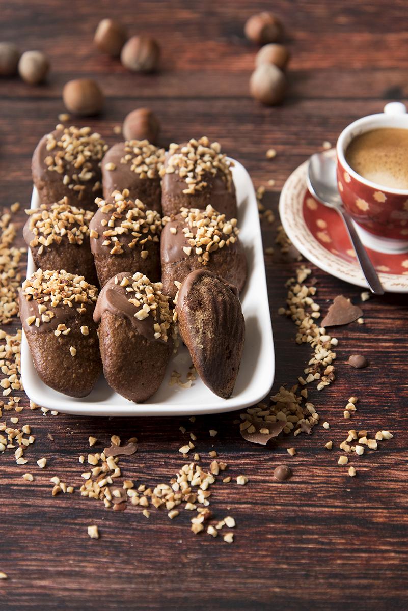 Madeleine cioccolato e nocciola ricetta